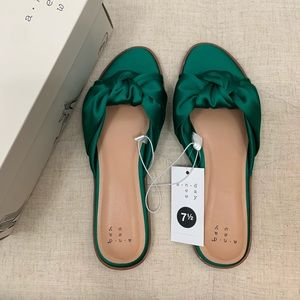 A New Day - Green Satin Shoes - Size 7.5 - NIB